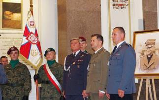 Uroczystość odbyła się z udziałem pocztów sztandarowych służb mundurowych i Ligi Obrony Kraju