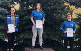 """od lewej Oliwia Żebiełowicz (""""Tarcza"""" Goleniów), Aniela Sobieszczyk (""""Flota"""" Gdynia), Olga Oświałowska (""""Zawisza"""" Bydgoszcz)"""